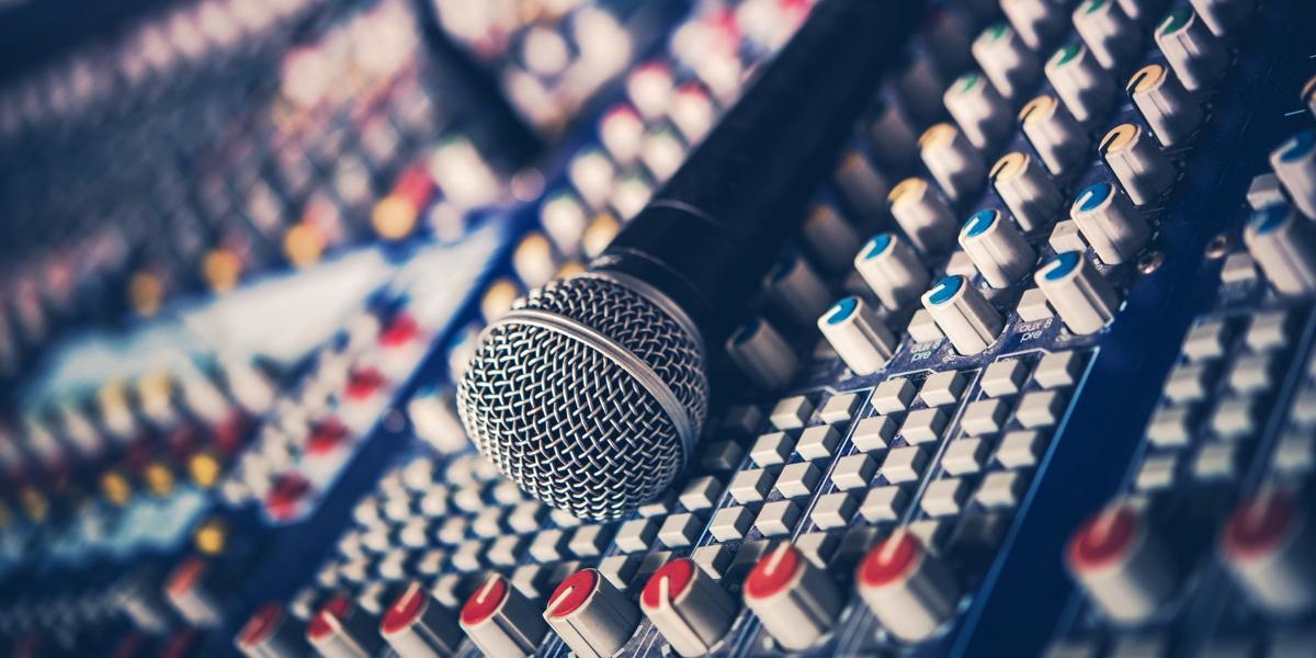 regler un micro sur une console de mixage