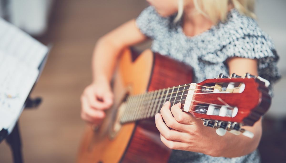 eveil musical guitare enfant