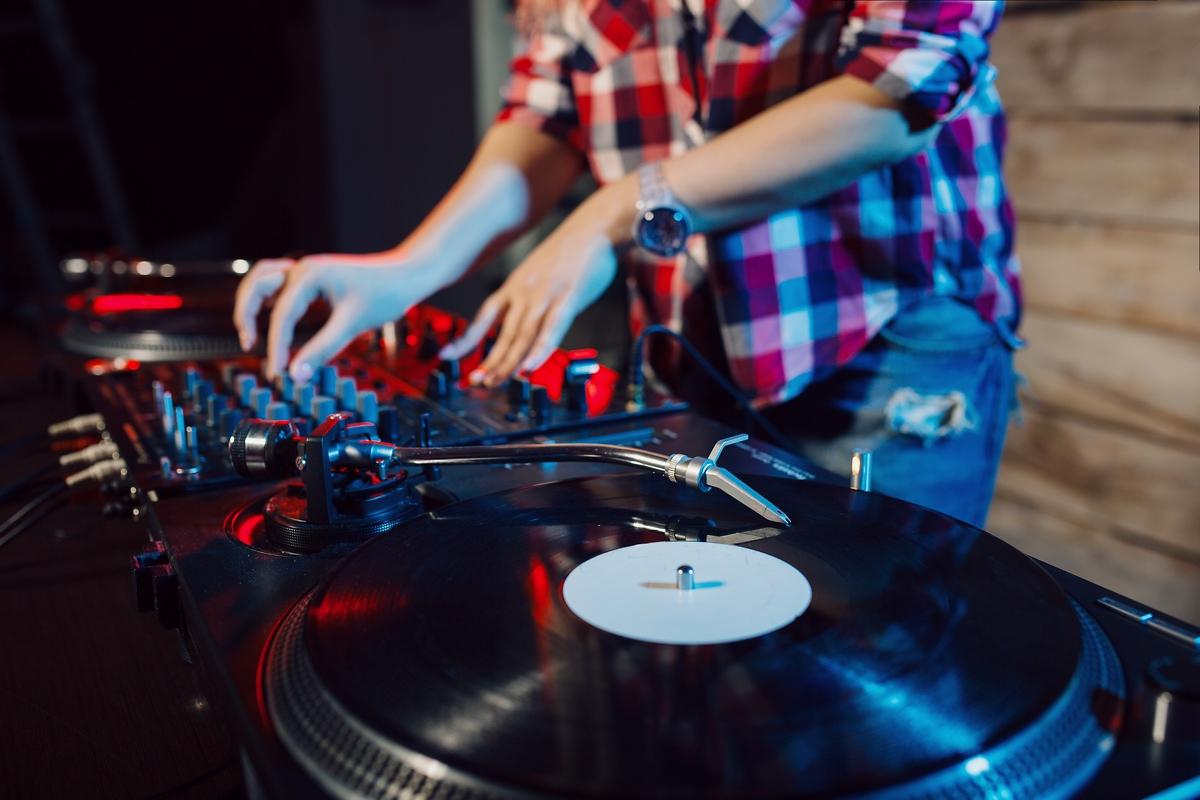 Quelle Marque De Platine Vinyle Choisir quelle platine dj pour débutant ?