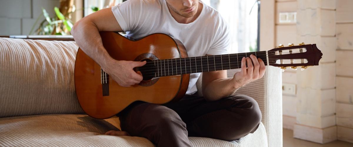 guitare acoustique en appartement