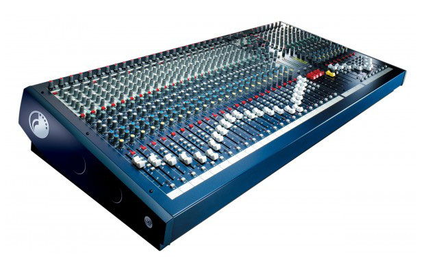 table de mixage 32 pistes yamaha